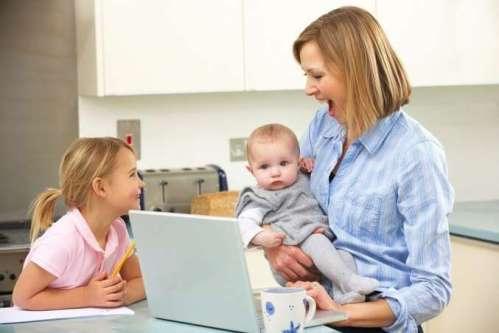 mom_kids_in_kitchen_on_laptop_2_h